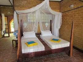 Sandele Bay Eco-retreat - guest room bed